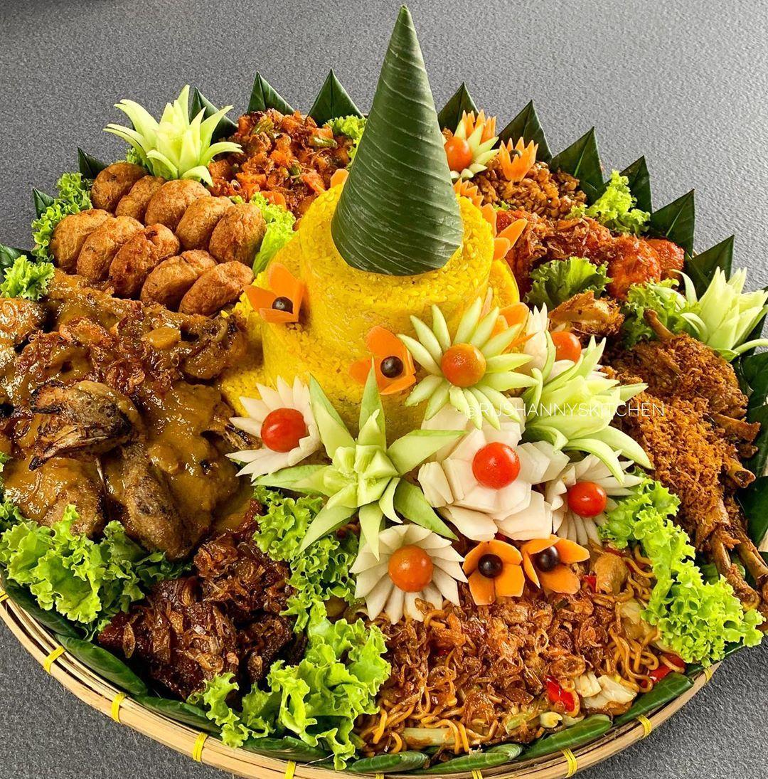 Tumpeng Nasi Kuning Resep Masakan Indonesia Ide Makanan Makanan Dan Minuman