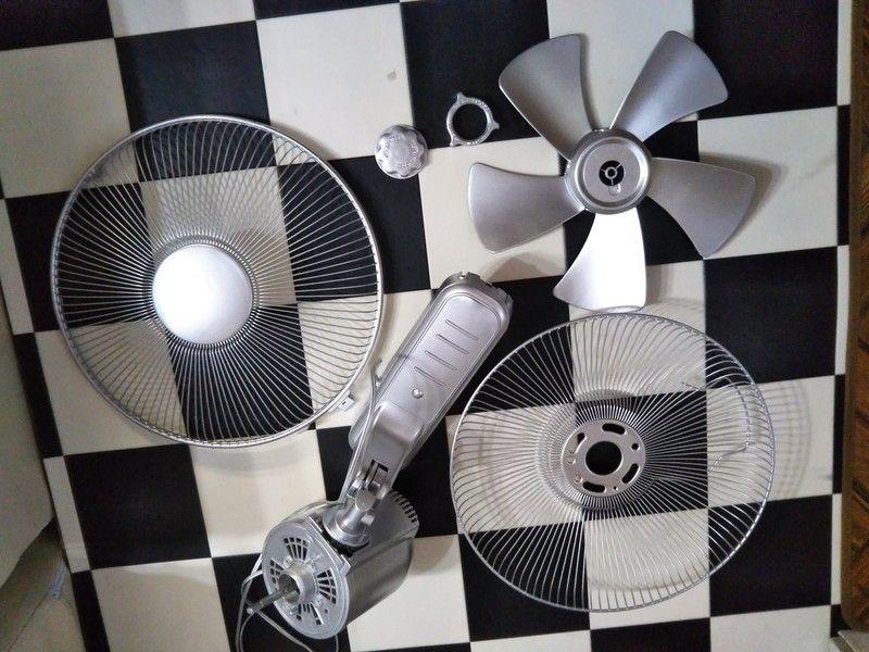 スプレーペイントで簡単 古い壁掛け式扇風機をシルバーメタル風に男前リメイク 扇風機 壁掛け 古い