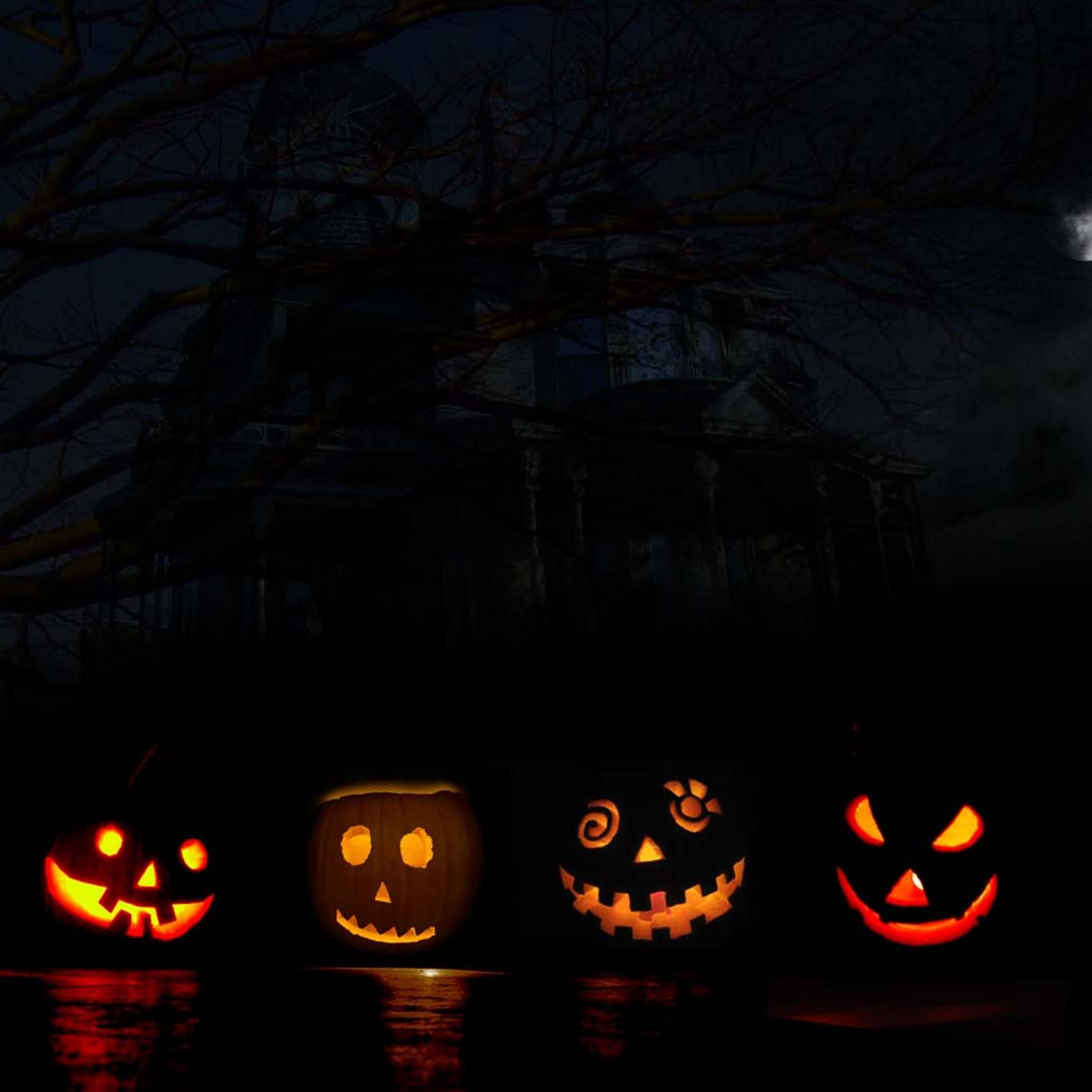 Haunted House Lit Pumkins Ipad Wallpaper Hd Ipad Wallpaper Halloween Wallpaper Iphone Pumpkin Wallpaper