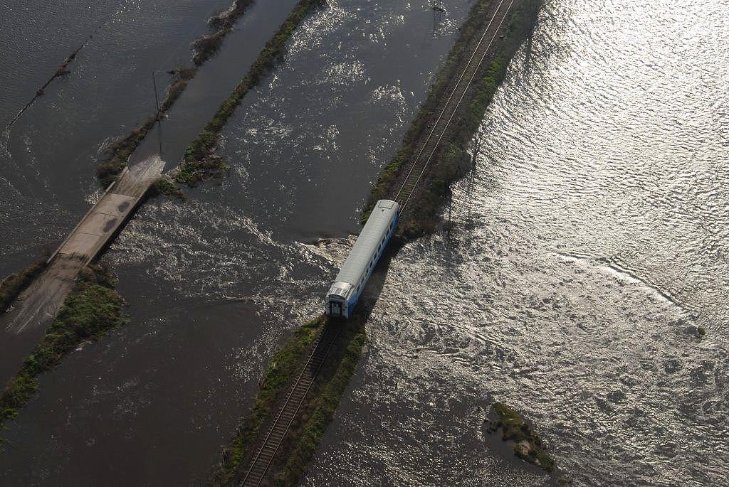colapso de un puente ferroviario entre Alberti y Benitez, Provincia de Buenos Aires, ag 2015