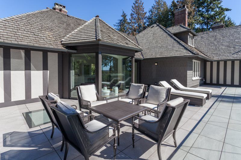 15 8 M West Vancouver Mansion Comes With Seaside Swimming Pool Waterfront Homes Luxury Homes West Vancouver