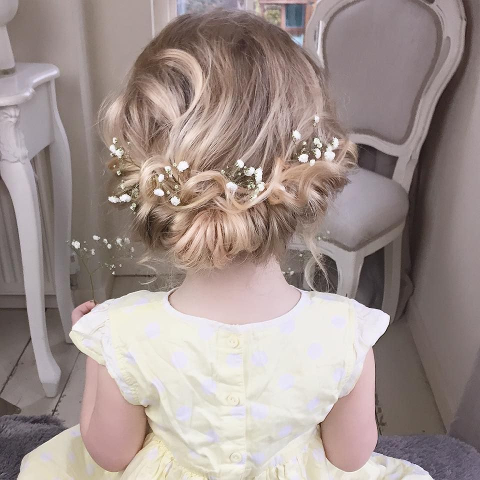 flower girl hair - baby's breath | mr. and mrs. caruthers in