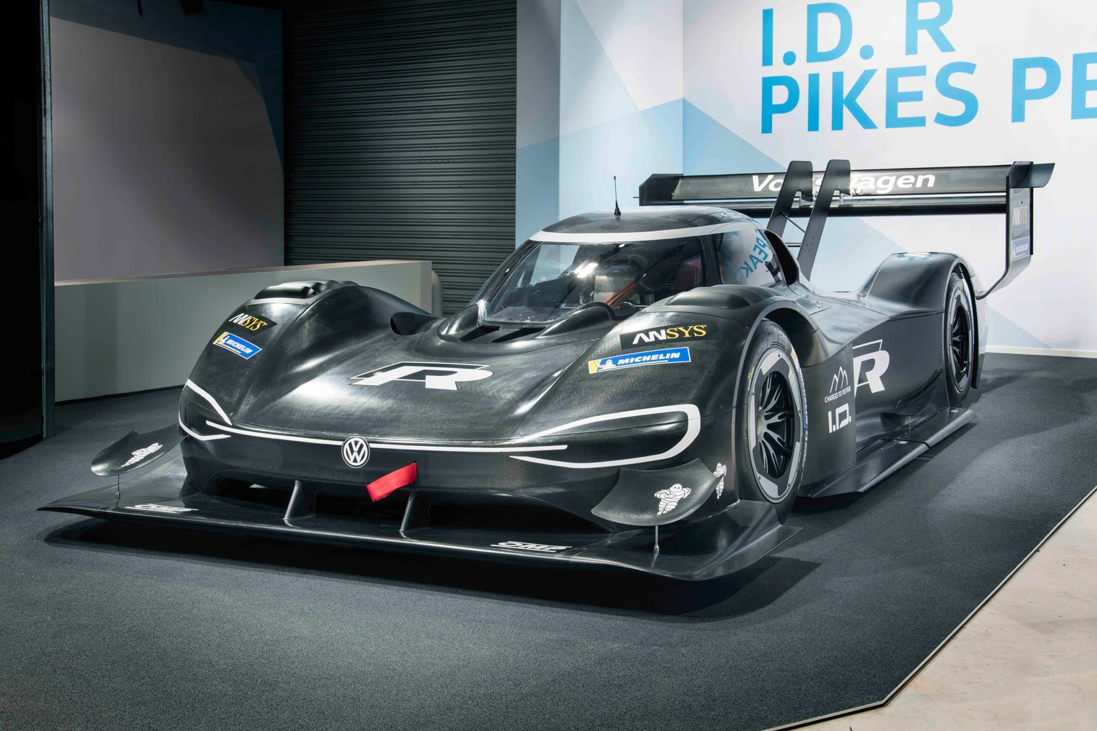 Vw S Electric Pikes Peak Racer Accelerates Faster Than An F1 Car Race Car Builds Pikes Peak Volkswagen