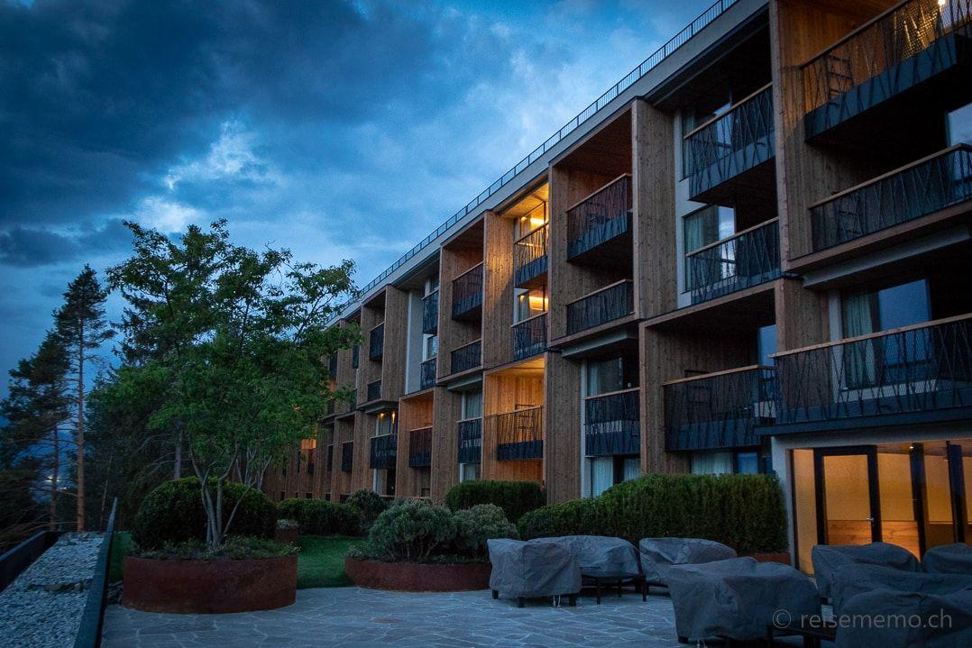 My Arbor Hotel Aussenansicht zur blauen Stunde in 2019