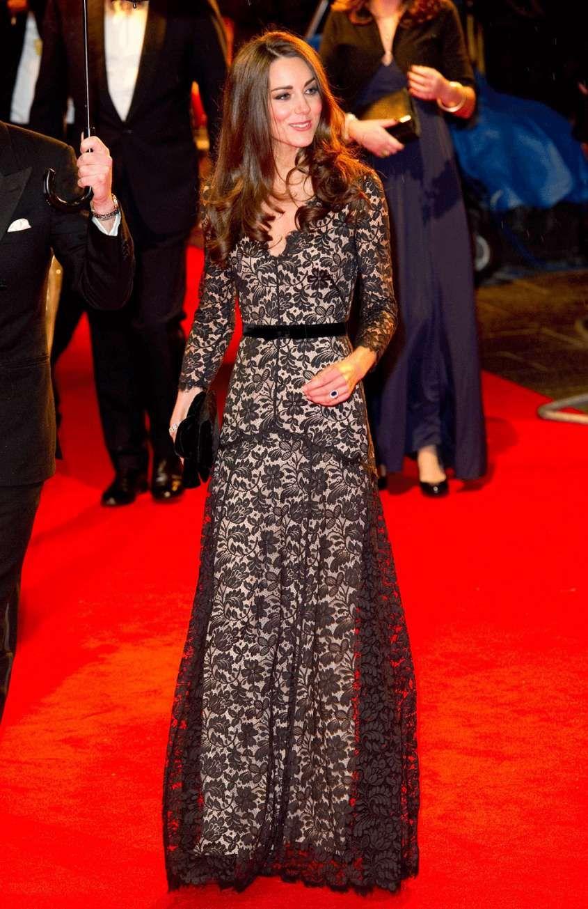 differently ca437 e1be4 Gli abiti di pizzo - Abito lungo di pizzo di Kate Middleton ...