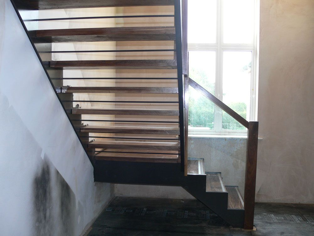 Best Internal Steel Staircase With Channel Stringers For Glass 640 x 480