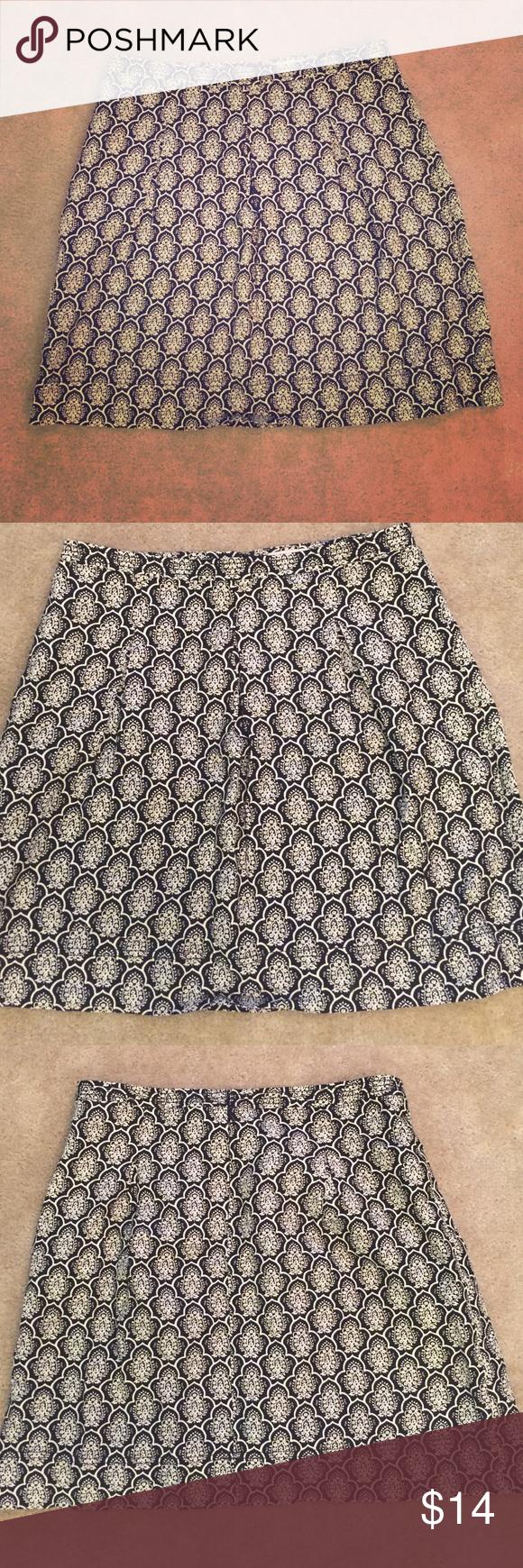 Loft skirt Cream and black, slightly pleated front, back zip. LOFT Skirts