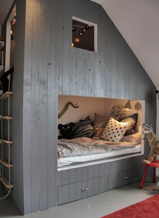 un lit int gr dans une cabane sous les combles cabanes lits et chambres. Black Bedroom Furniture Sets. Home Design Ideas