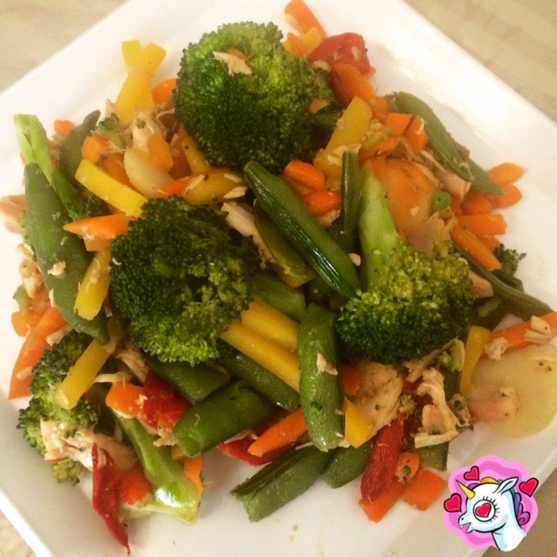 Pollo asado desmelusado con vegetales al vapor
