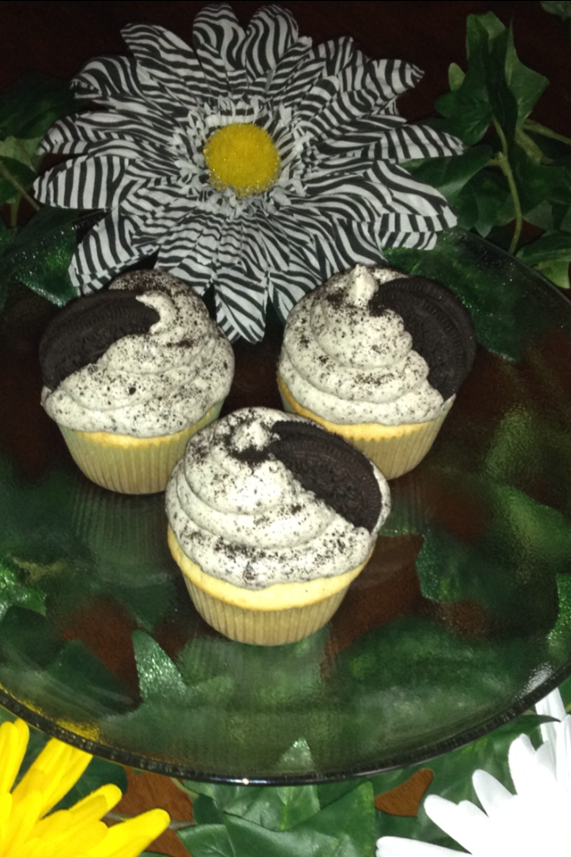 Oreo Dreamz ~ Vanilla cake with an oreo cookie base with oreos baked in topped with an oreo buttercream frosting and a cookie wedge ~