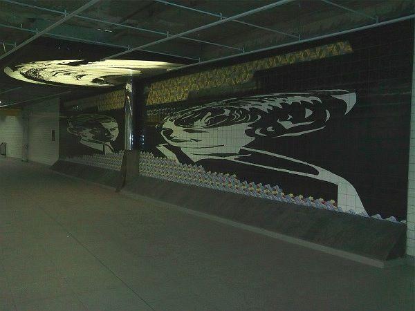 """Anamorfose - Artista: Antonio Peticov. """"Momento Antropofágico com Oswald de Andrade"""" - Estação República do METRÔ - São Paulo - Brasil -1990"""
