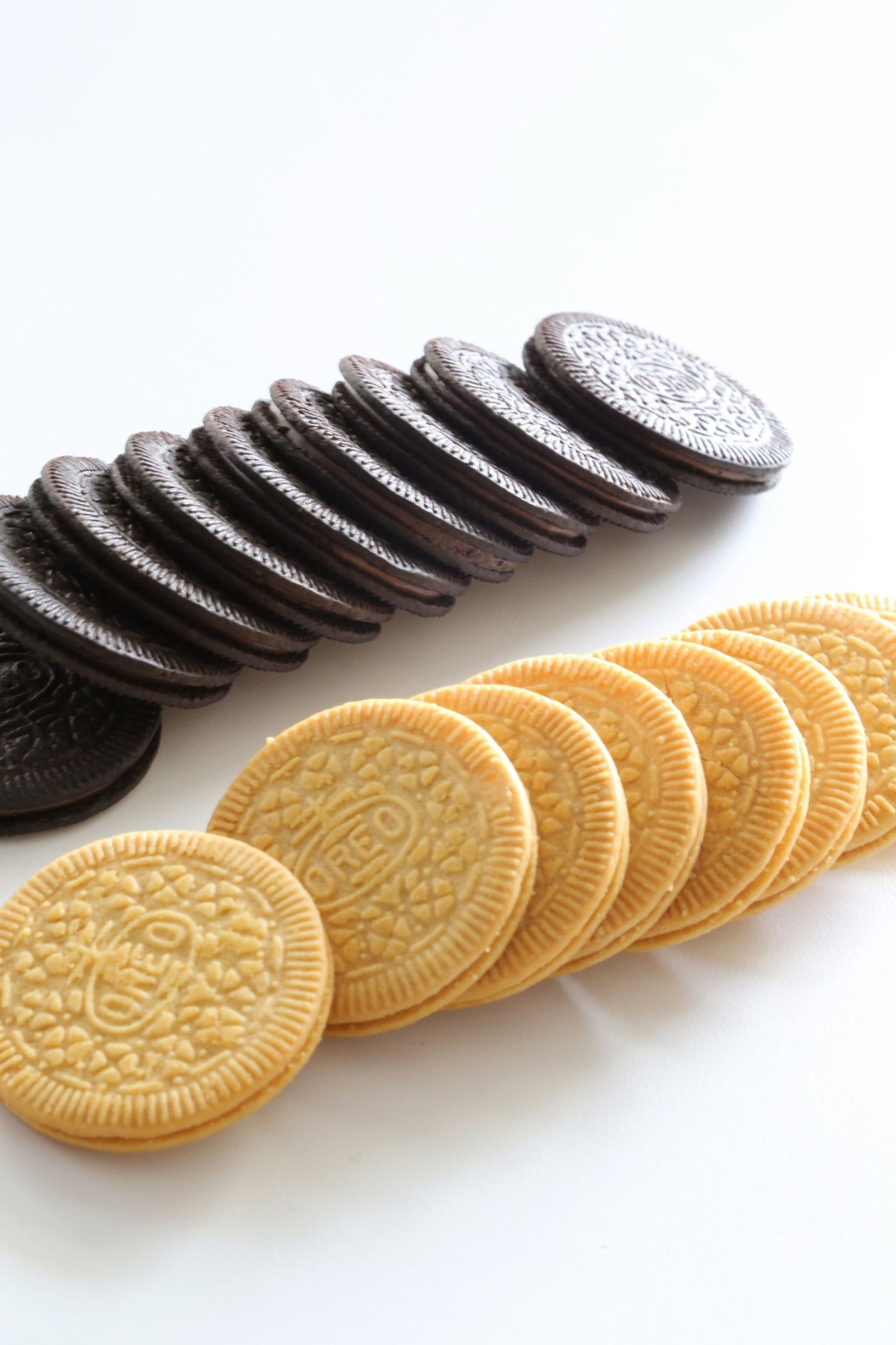 The latest from the Oreo flavor vault, Chocolate and Lemon Oreo Thins, didn't seem to exciting at first (especially since Oreo just released Fruity Crisp Oreos), but the taste test proved our preconceptions wrong.