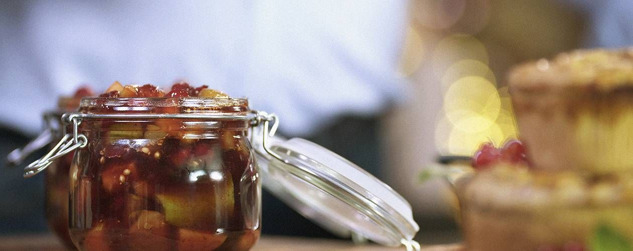 jams chutneys preserves vinegars and oils golden rules and over 250 gorgeous recipes for successful preserving