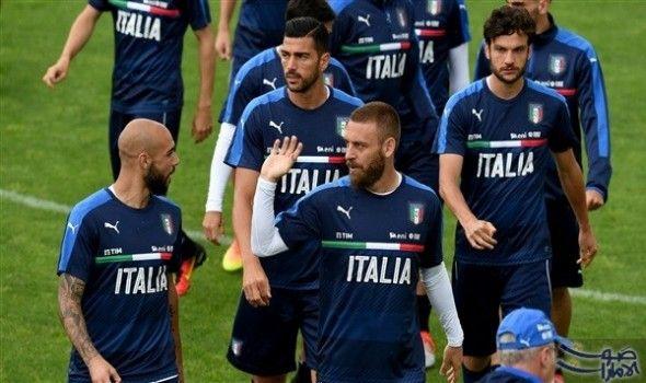 منتخب ايطاليا يخوض مرانه استعداد ا للقاء ألمانيا خاض المنتخب الإيطالي الخميس مرانه مجددا بدون لاعبي الوسط دانييلي دي روسي وأن Daniele De Rossi Session Sports