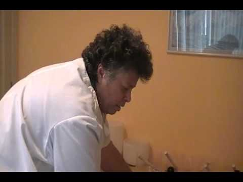 Demostración de ubicación de 4 puntos específicos para tratar dolores de cabeza. Sintonízanos en www.radioserenidad.com Sigue a Goy en su blog www.goypaz.com