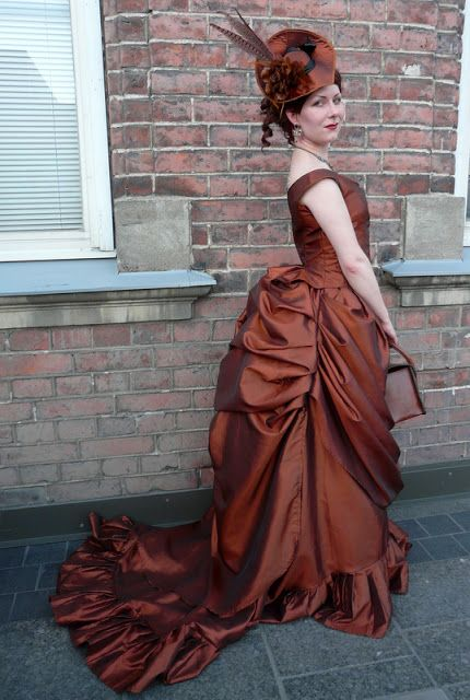 Bones And Lilies How To Make A Victorian Bustle Skirt The Easy Way