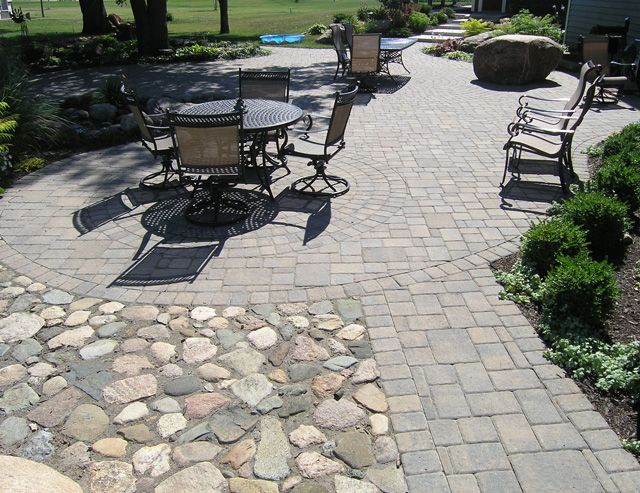 Exceptional A Paver Patio Can Fit Any Space And Blend Beautifully Into Any  Surroundings. Cobblestone ...
