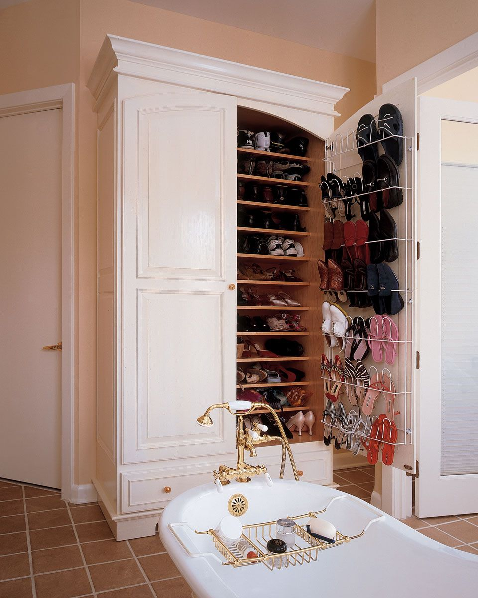 A SHOE CLOSET, people. A shoe closet in the bathroom. Amazing.