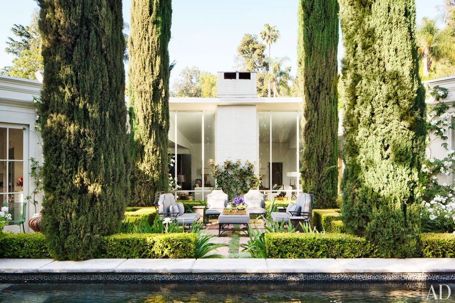 A Dated 1950s Hollywood Hills Home Becomes a Refined and ...