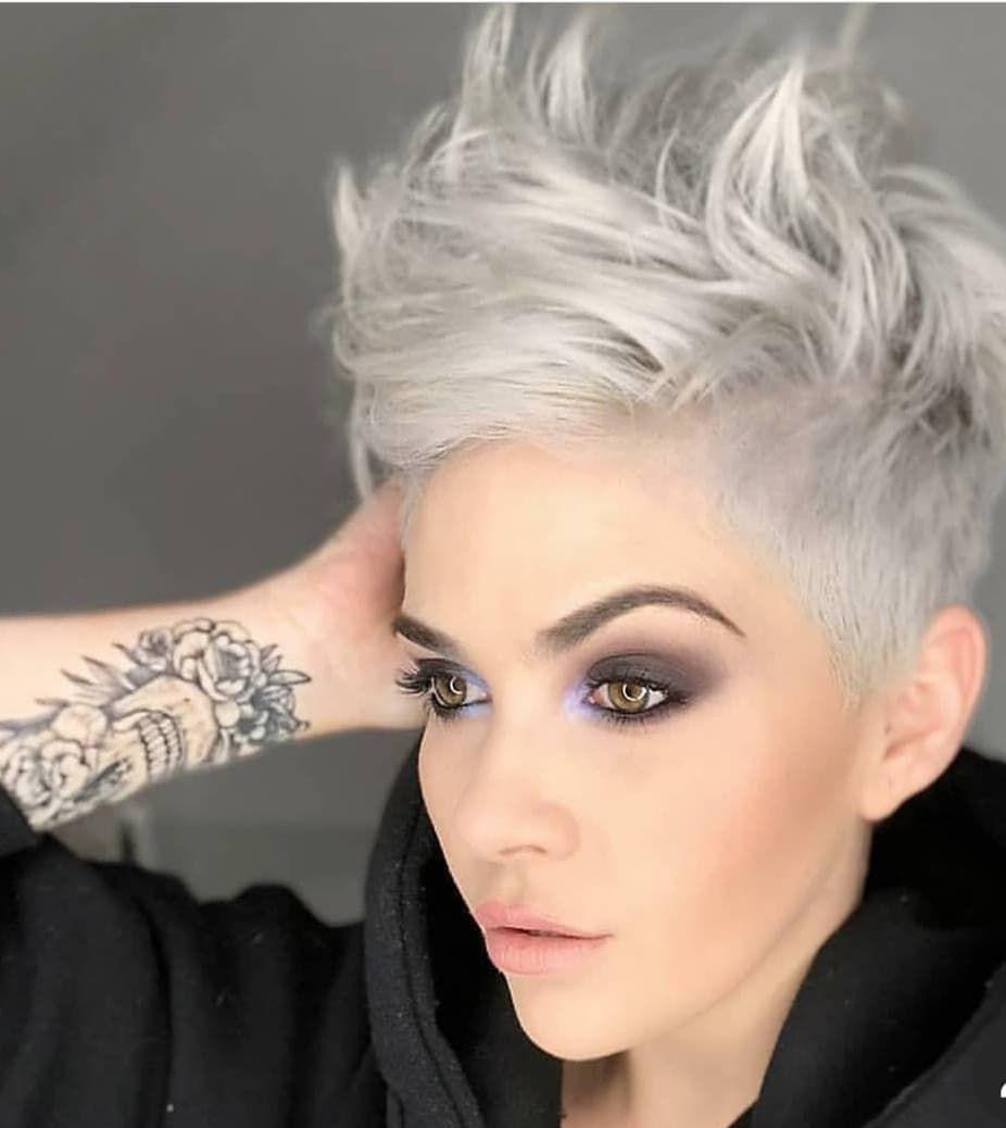 """Cortes de cabello corto ❤ Pixie Cuts en Instagram: """"¿Qué notaste primero? ¿¿Su pelo?? Sus tatuajes ?? ¿Su maquillaje? _________________ #nothbutpixies @princessstiefel """""""