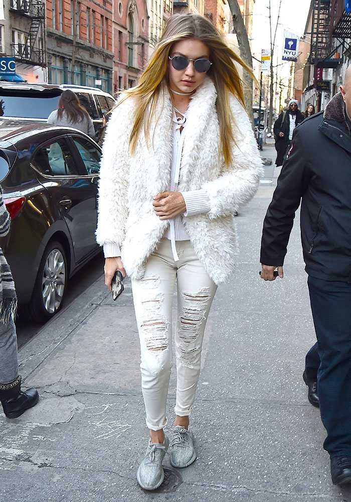 january jones carrying a stunning versace signature bagversacesignaturebag  versacecelebrities fendi bags new york 579c8 3e09a - swamijikipathshala.com 82e17c2f32b72