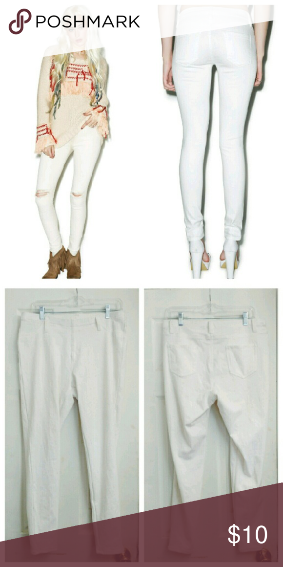 ✝ White Jeggings Pre-loved but still has lots of life left Not exact same version as in cover photo, only looks similar (besides slits on the knees) Size L // Super comfortable and stretchy // not AA American Apparel Pants Leggings