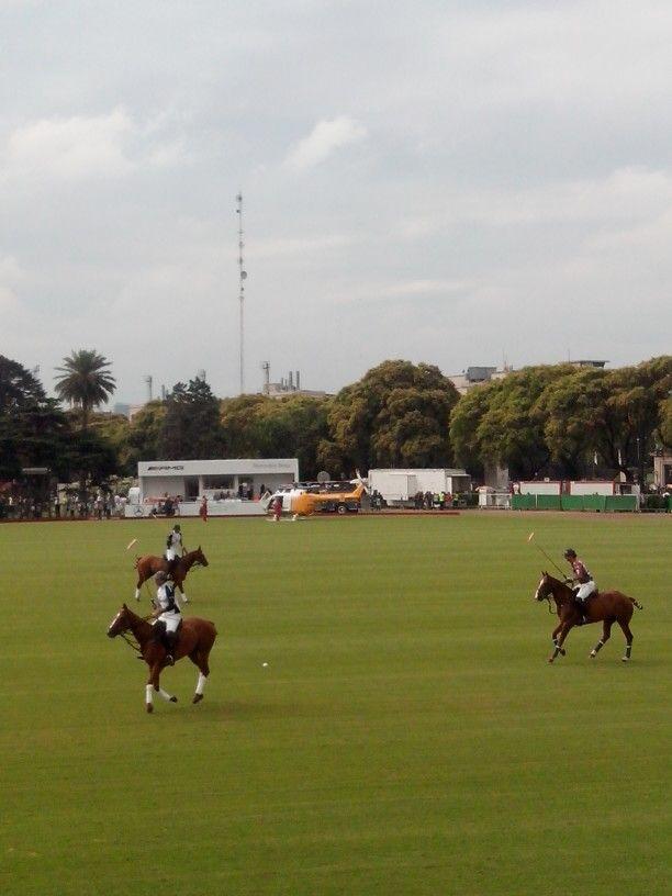 La Dolfina vs Magual - Antes del partido con el helicóptero de Omint de fondo