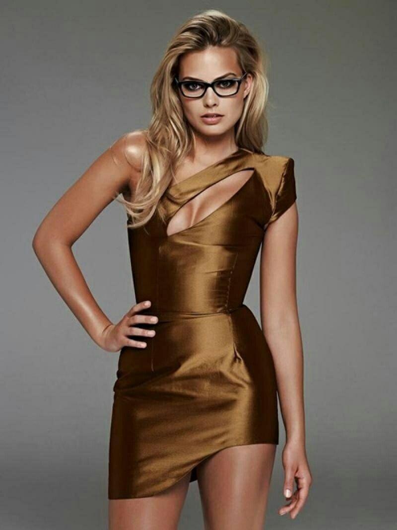 My Favorite Celebs Models Margot Robbie Margot Robbie Style Golden Dress Fashion [ 1067 x 800 Pixel ]