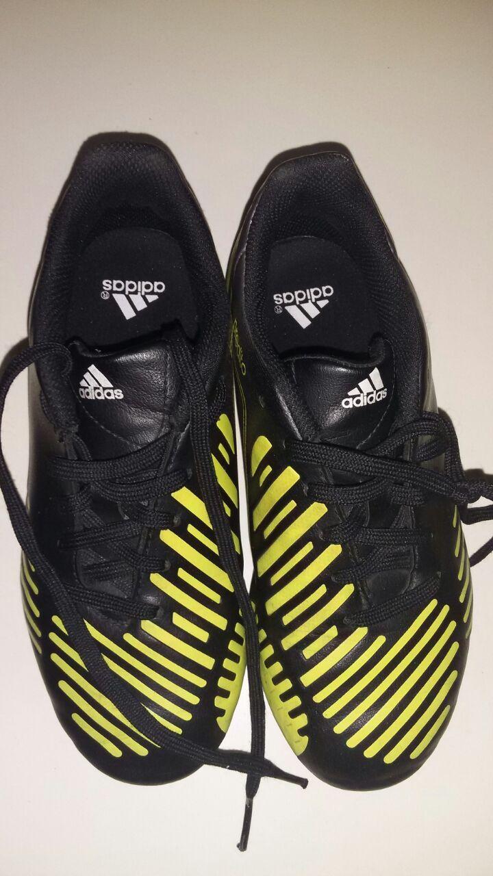 Zapatos de fútbol para niños marca adidas. Talla 31.  36c4df0123b2c