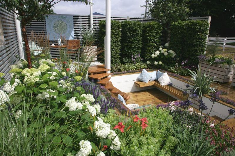 Bepflanzte Wand sitzplaetze im garten bank gruene bepflanzte wand gartenarbeit und