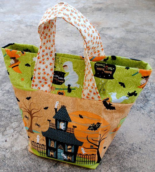 sturdy halloween treat bags free sewing tutorial from fishsticks designs - Pinterest Halloween Treat Bags