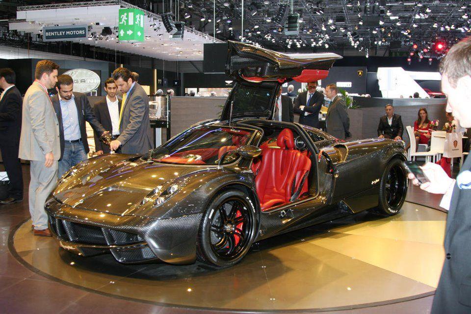 All-Carbon Pagani Huayra revealed at the Geneva Motor Show 2012