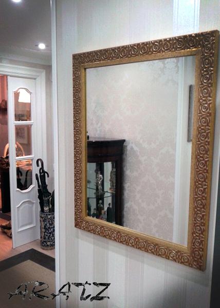 Espejo enmarcado en entrada espejos espejos enmarcados for Espejos decorativos para pasillos