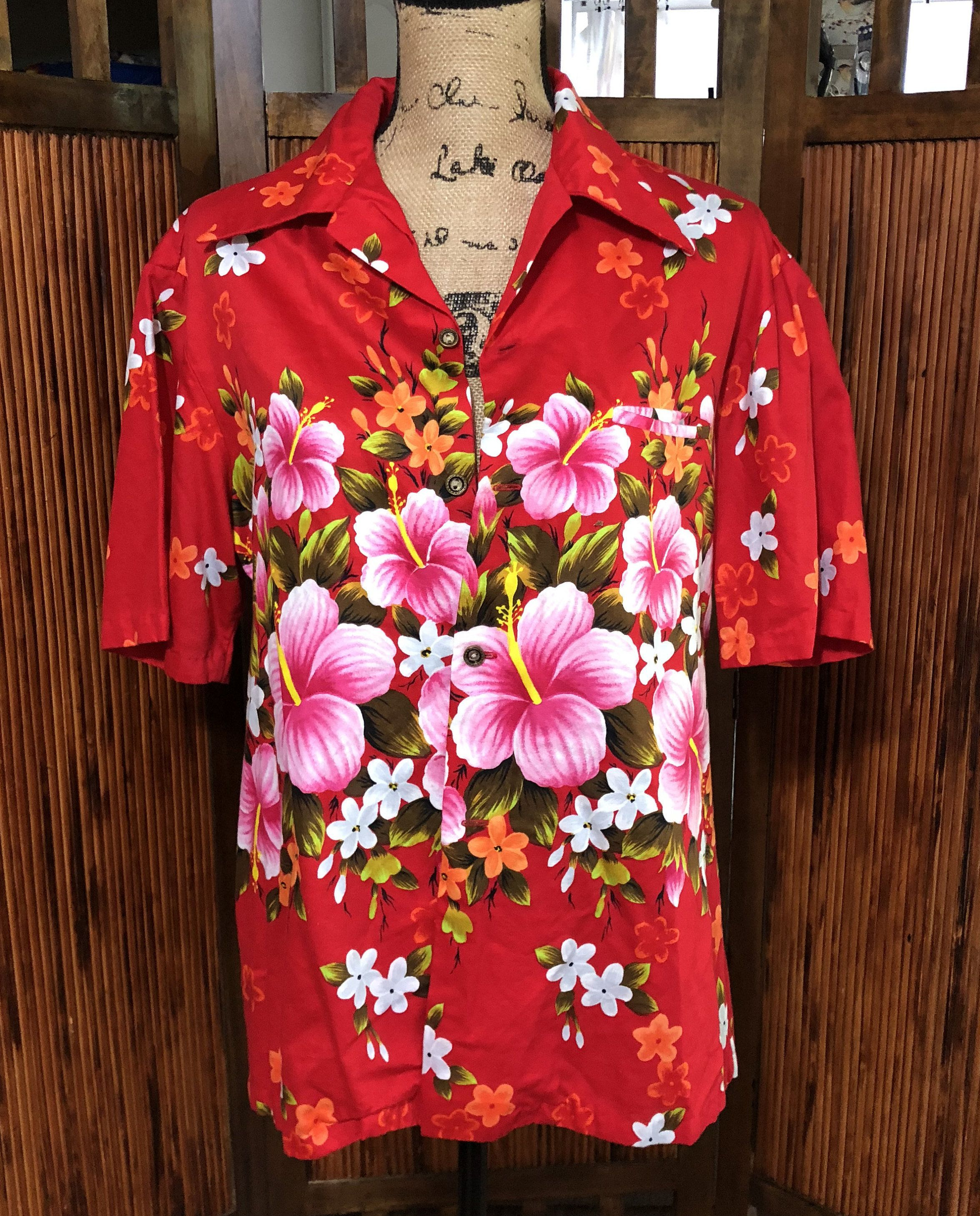 0b10fdd7 Vintage Ui-Maikai aloha Hawaiian Red and Pink Floral button up shirt by  BoujeeBearVintage on Etsy