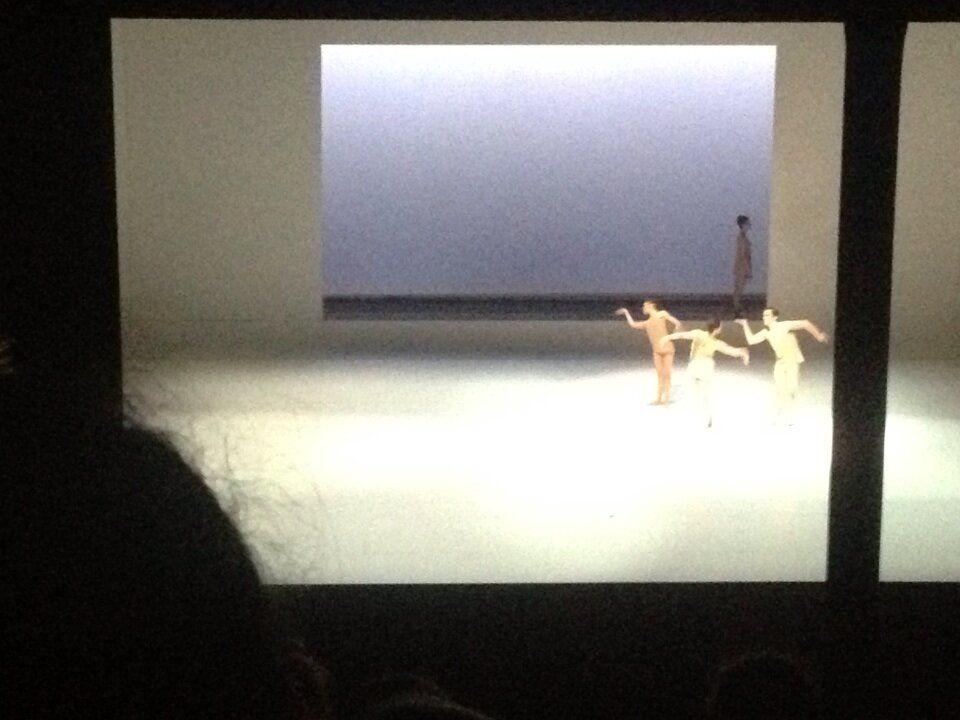 Twitter / maltevuorela: Twitterdebut. Og så fra det @kglteater. 'Tweet seats' på forestillingen #dans2go