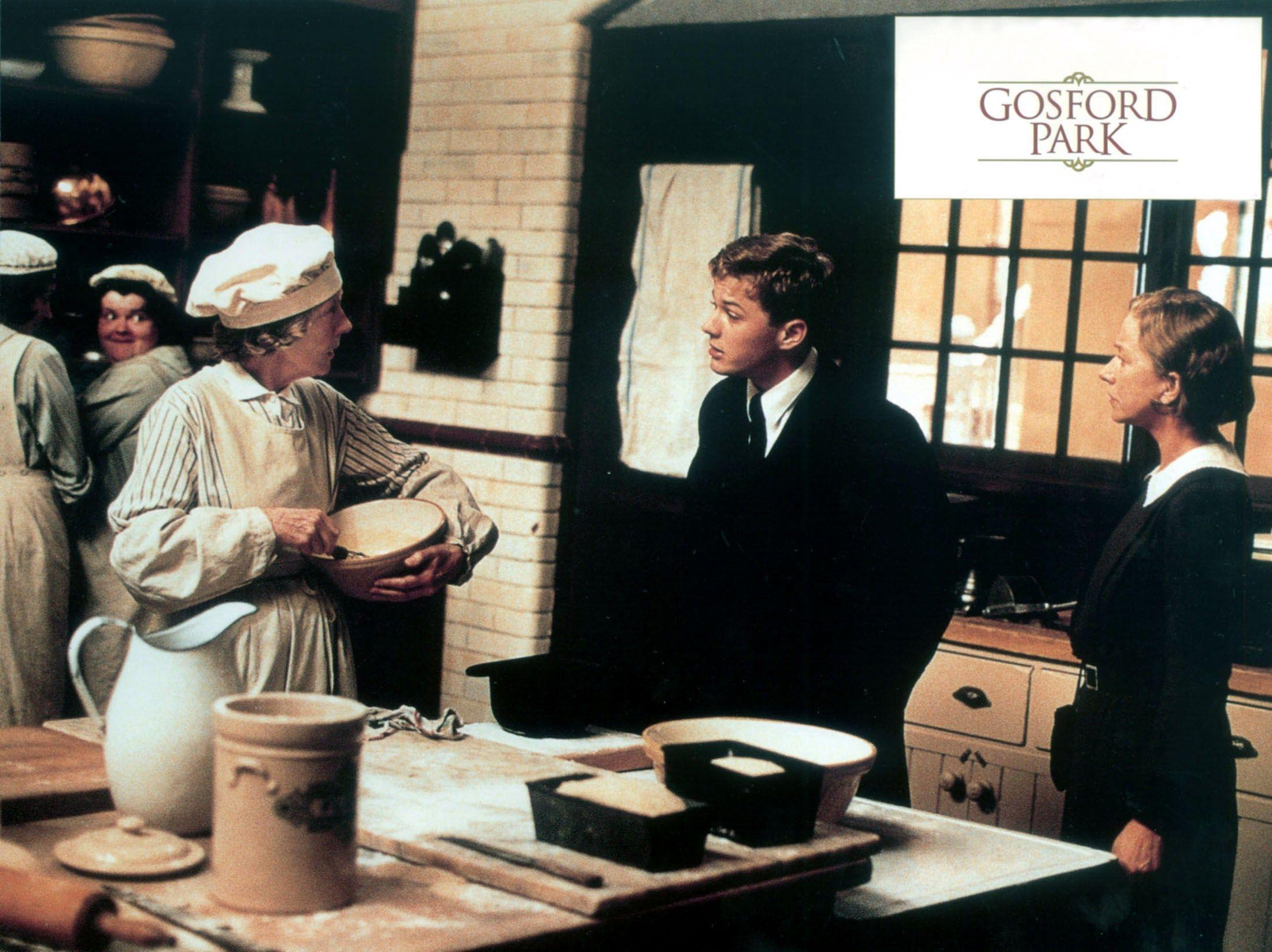 Gosford Park Lobby Card 2001 L To R Eileen Atkins Ryan Phillippe Helen Mirren Helen Mirren Lobby Cards Robert Altman