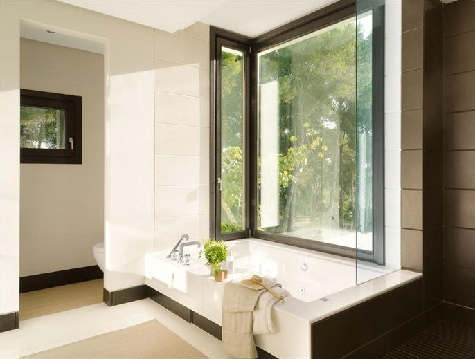 Un baño de tonalidades contrastadas