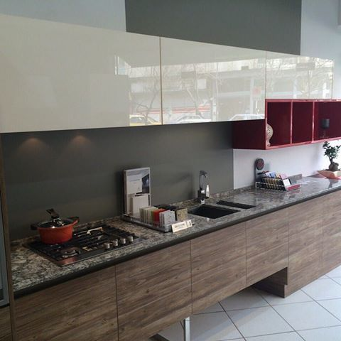 Acrylic Kitchen Cabinets For A Contemporary Design Kitchen