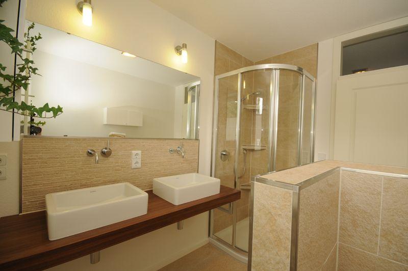 badezimmer waschtisch mit spiegel icnib. Black Bedroom Furniture Sets. Home Design Ideas
