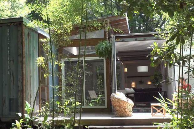 Julio Garcia, een architect en kunstenaar uit Savannah (Georgia), bouwde een containerhuis dat niet alleen gezellig is, maar ook helemaal niet veel kost om te bouwen.