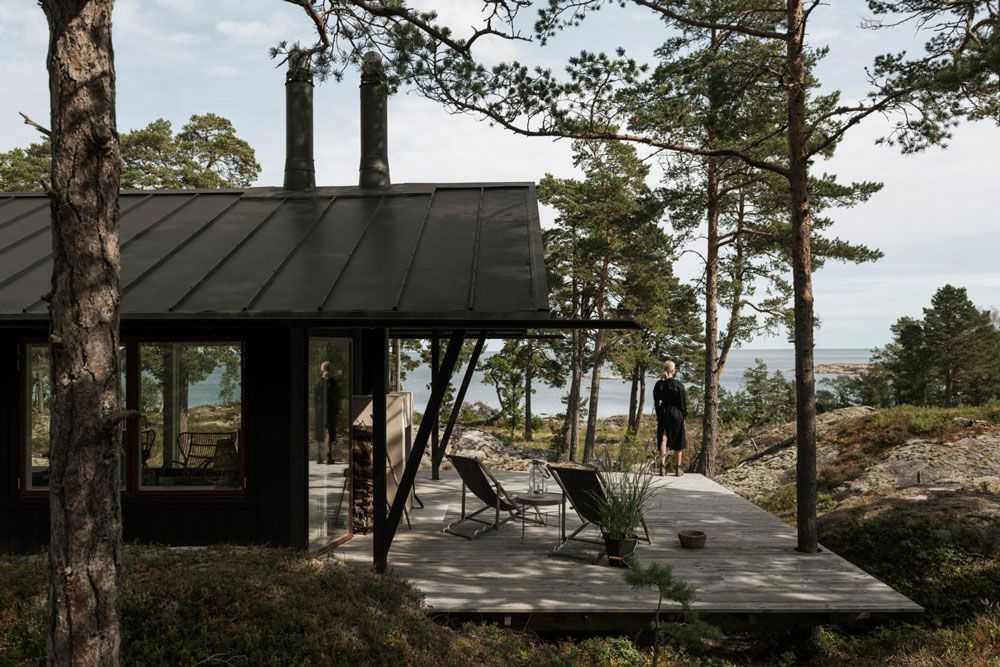 Peek Inside A Minimalist S Dream Summerhouse In Sweden In 2020 With Images Summer House Nordic Design Holiday Retreat