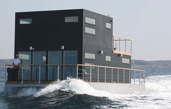 Casa flutuante com motor.