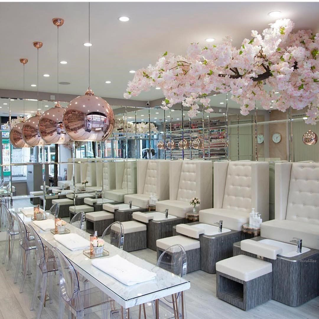 Glamour And Luxury S Izobrazheniyami Dekor Manikyurnogo Salona