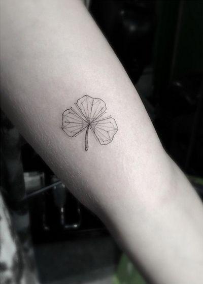 Minimalist Simple Leaf Tattoo: 10 Beautiful Minimalist And Tiny Tattoos From Geometric