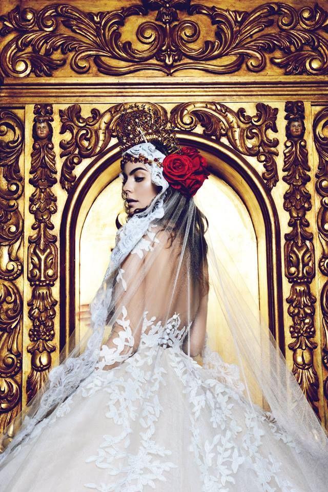 Novias Ximena Navarrete Portando Un Vestido Del Diseñador