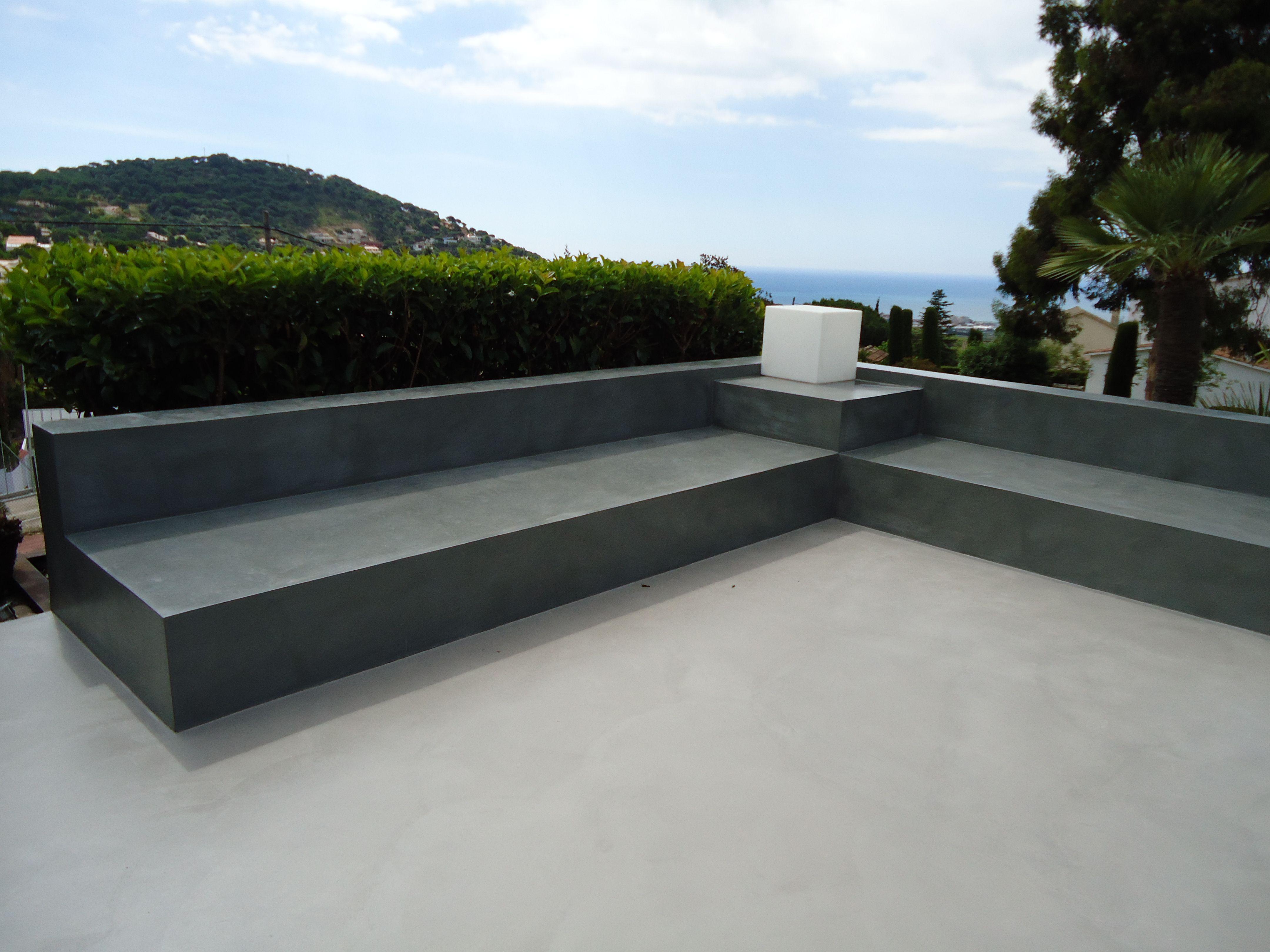 Bancos y suelo exterior de microcemento gris acero a la cabeza de la vanguardia exteriores - Microcemento para exterior ...