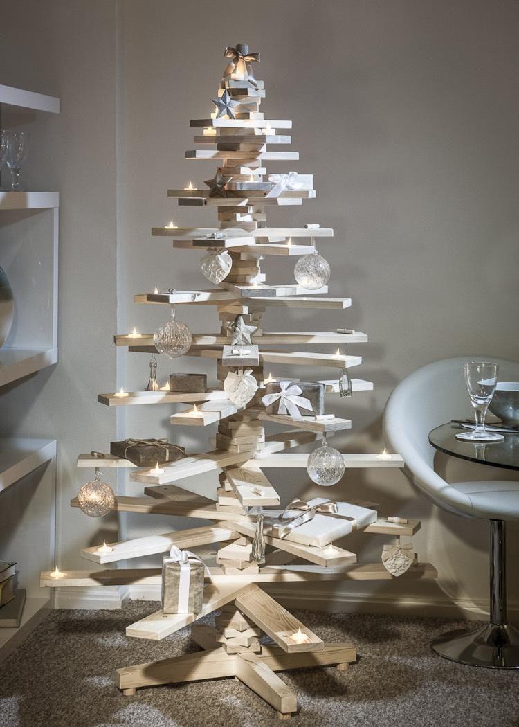 Sapin De Noel Decoration Traditionnelle sapin de noël en bois rustique en 35 alternatives au sapin