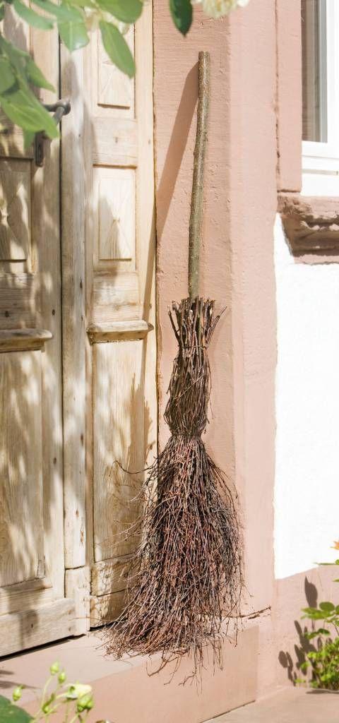 Deko besen aus birke birke christmas ornaments rattan for Gartendeko aus birkenholz