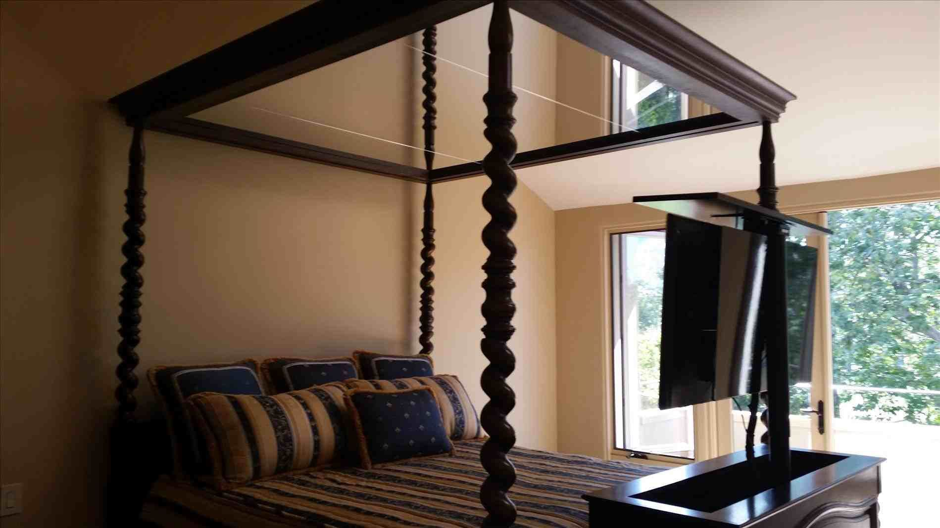 canopy bed with mirrored ceiling