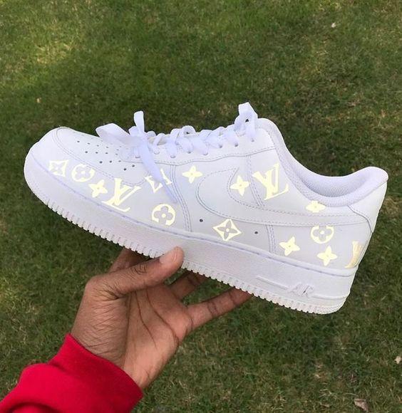 Top 10 Nike Air Force 1 Custom Kicks | Nike schoenen, Louis